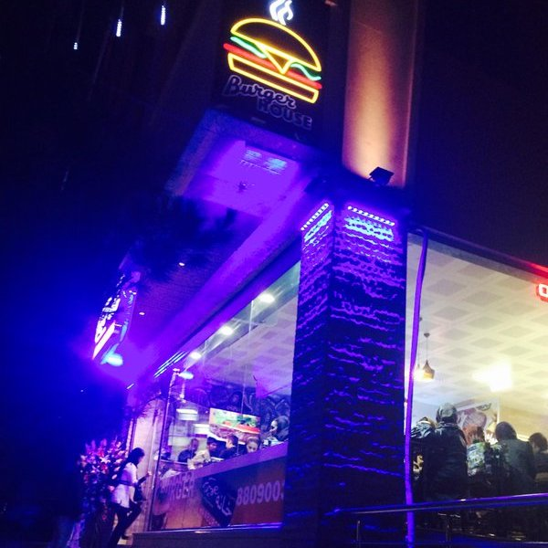 خانه همبرگر سعادت آباد
